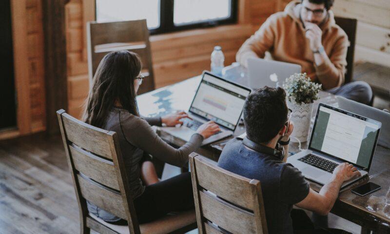 Empresa com gestão humanizada satisfaz clientes e rende mais, indica pesquisa